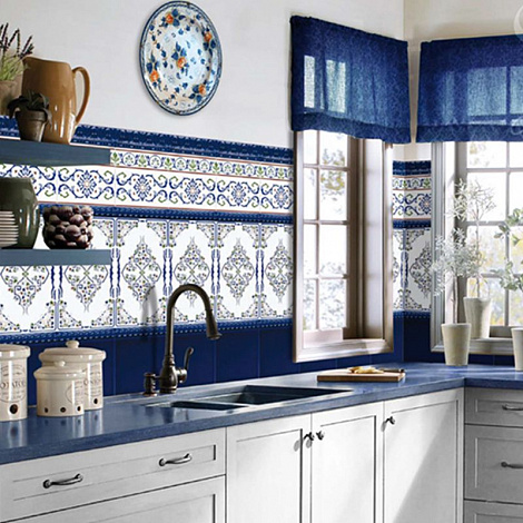 Испанская плитка для ванны и кухни.